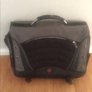 Swissgear commuter laptop bag